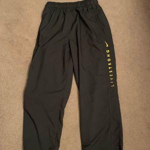 Nike Livr Strong Pants